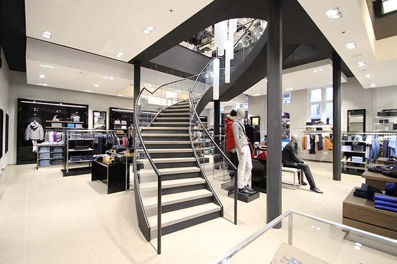 hugo-boss-glass-balustrade-helical-staircase-780