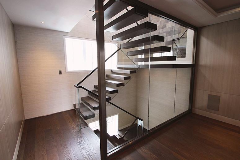 Space Saving Cantilever Staircase